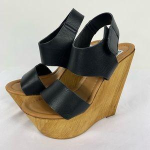 Steve Madden Baangle Black Leather Wedge Sandals 6